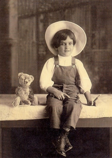 frida-kahlo-at-age-6-1913