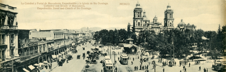 Bifold panoramic postcard of a street scene with the Santo Domingo Cathedral