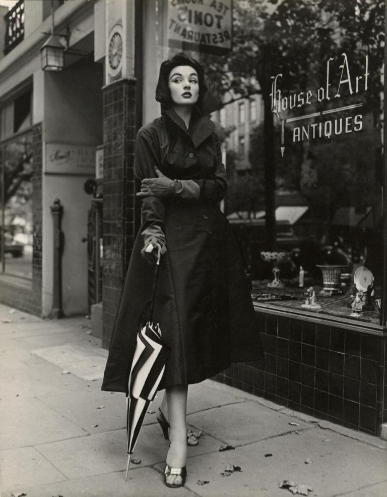 le-louvre-model-pauline-kiernan-1950s