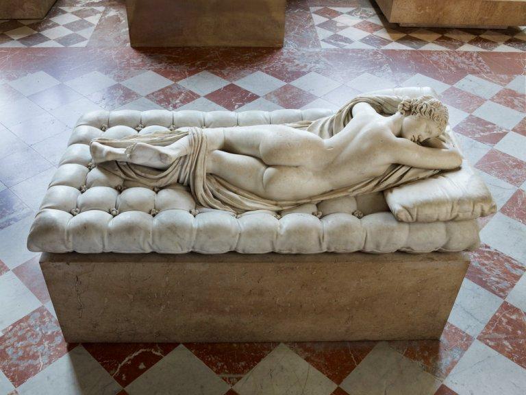 sleeping-hermaphrodite-ss-slide-0rlc-jumbo