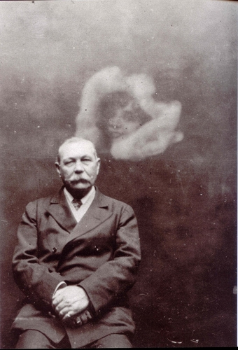 ada-deane-spirit-photographer-spirit-photograph-of-sir-arthur-conan-doyle-1922