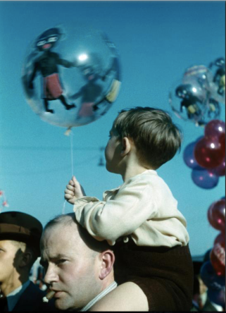 Child on the back of a man with cigar and balloons (1937-1938)