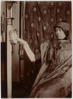 fernand-khnopff-photo-pour-%22le-secret%22