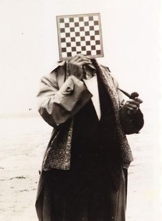 René Magritte, Le géant, (Paul Nougé) 1937.