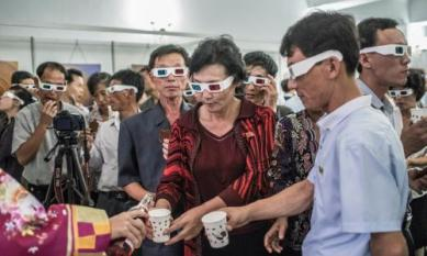 north-korean-crowds-enjoy-refreshments-at-the-exhibitions-opening-night-25-september