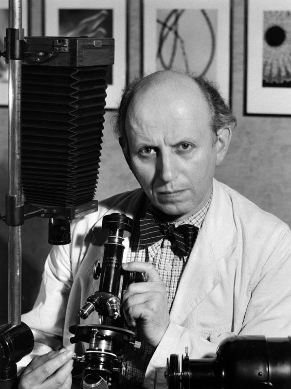 carl-struwe-mit-seinen-optischen-geraten-um-1947