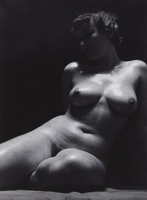 heinz-hajek-halke-sitzender-akt-sitting-nude-1930-1932-taken-later-print-gelatin-silver-print-38-9-x-28-6-cm