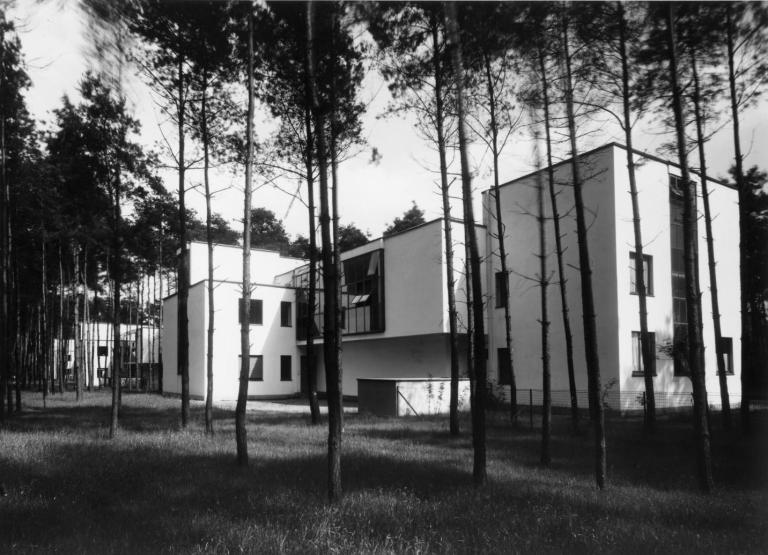masters-house-kandinsky-klee-from-north-west-architecture-walter-gropius