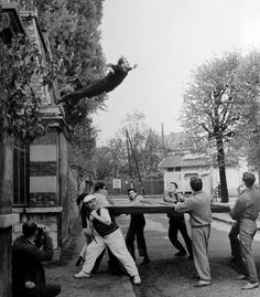 yves-klein-leap-into-the-void