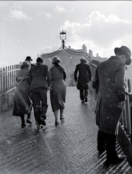 Francis Browne (1930) A sleety day, Halfpenny Bridge, Dublin