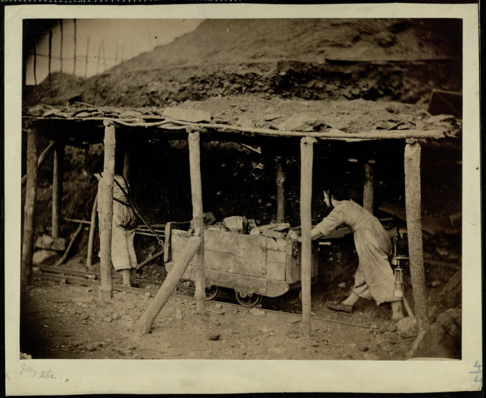 belgian-pit-girls-hauling-a-coal-wagon-1862