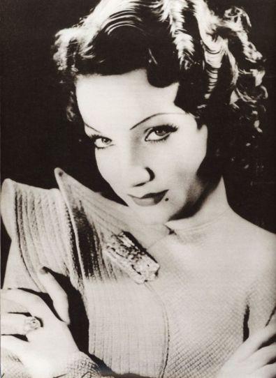 Annemarie Heinrich (1930s) Carmen Miranda, Buenos Aires.