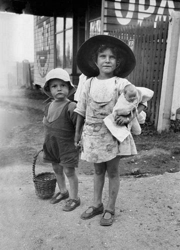 Francis Browne (1924) Children of the Darling Downs, Picnic Point, Queensland