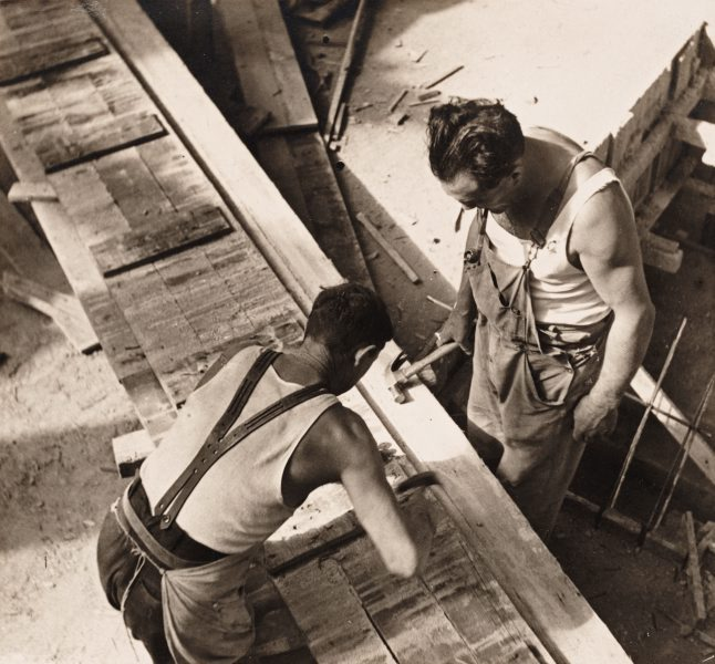 concrete-box-workers-circa-1940
