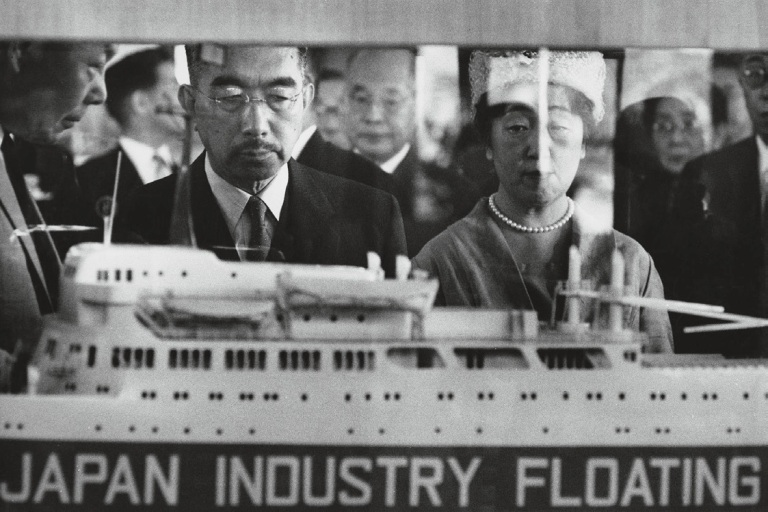 emperor-hirohito-and-empress-nagako-at-the-japanese-industry-fair-tokyo-1961