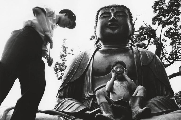gokokuji-temple-boys-make-like-japanese-tokyo-1961
