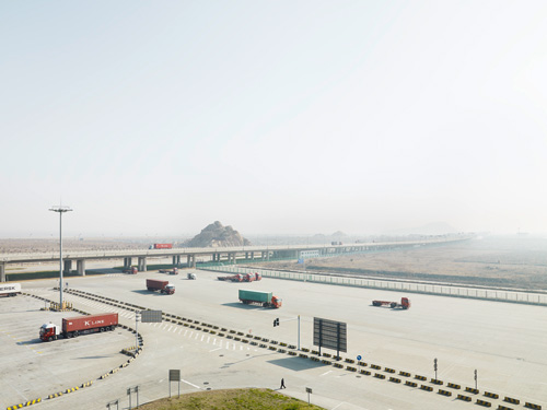 henrik-spohker-%22access-to-the-container-terminal-island-yangshan-china%22-from-the-series-%22in-between%22