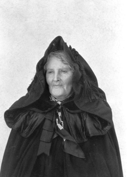 Francis Browne (n.d.) Mrs Murnane of Lisanisky, Upton, wearing a bandon cloak at Knockavilla Church