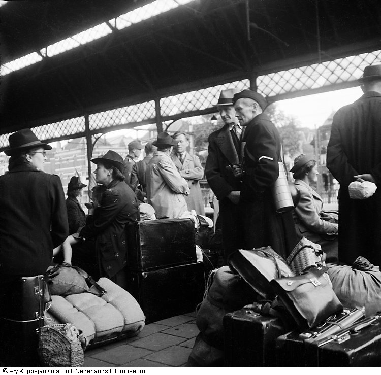 state-rail-station-on-mad-tuesday-the-hague-september-5-19442