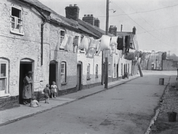 Frank Browne (1933) Washing day in Athlunkard Street in Limerick