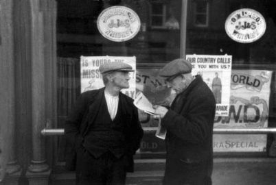 Frank Browne (1939) Waiting for the 'holy hour' to end outside Dublin pub.