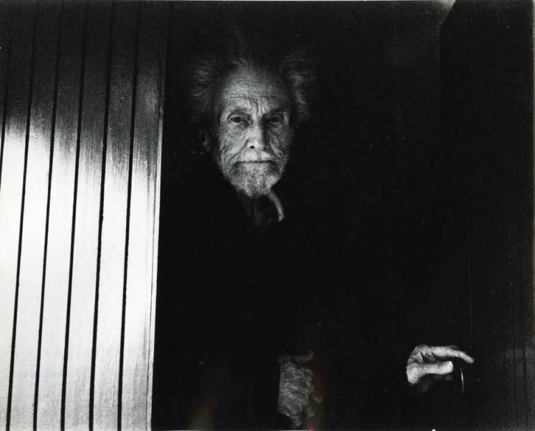 american-poet-ezra-pound-photographed-outside-his-house-in-rapallo-1966-lisetta-carmi