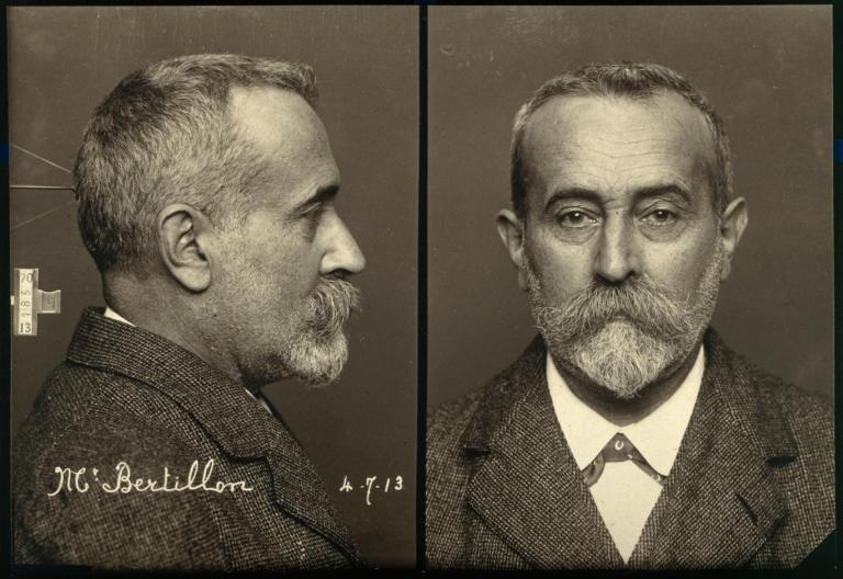 bertillon-in-1913-demonstrating-the-two-part-mug-shot-method-of-photographing-suspects