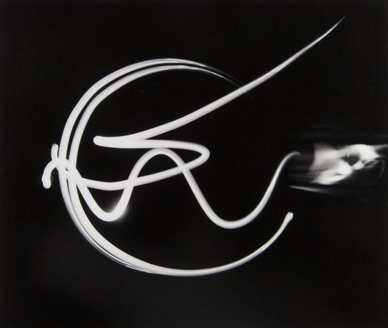 cadenza-light-drawing-date-1940-printed-1970s-artist-barbara-morgan-43-2-x-36-8-cm