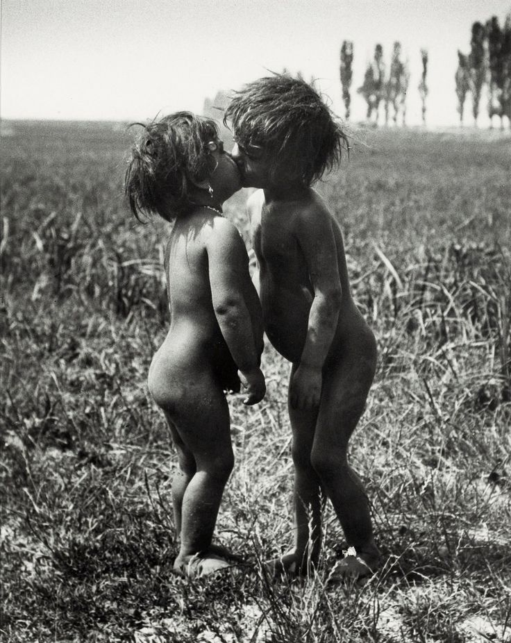 Gypsy Children Kissing, Esztergom, Hungary