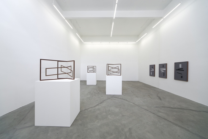 miriam-bohm-at-on-2015-pictured-right-laying-series-left-mutual-series-installation-view-courtesy-of-ratio3-and-the-artist