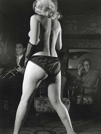 herbert-dombrowski-striptease-iii-1953-silbergelatine-print-305-x-235-cm