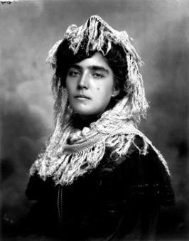 Benjamin de la Calle (1906) Leonor Hoyos