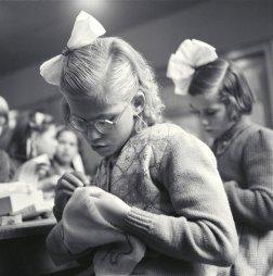 Maria Austria (1953) Students embroidering, Jordan Amsterdam.