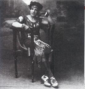 Benjamin de la Calle (1927) Álvaro Echavarría El excluido (The excluded), famous transvestite of municipality of Cúcuta, promoted as the first photographic record of a transvestite in Colombia