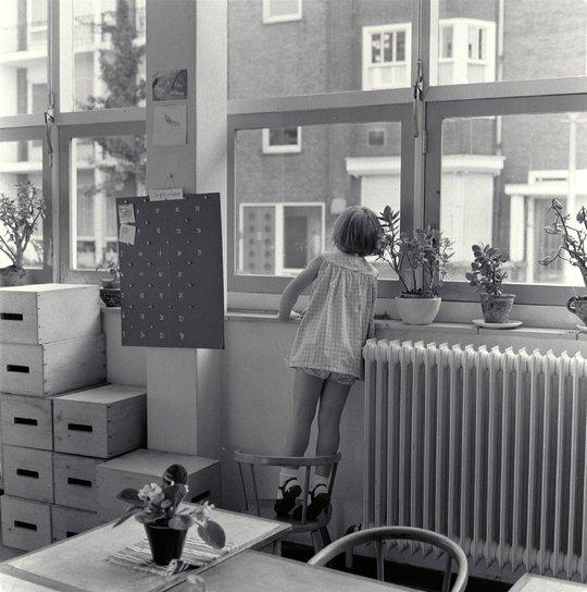 Voor het eerst naar de kleuterschool, Amsterdam 1964