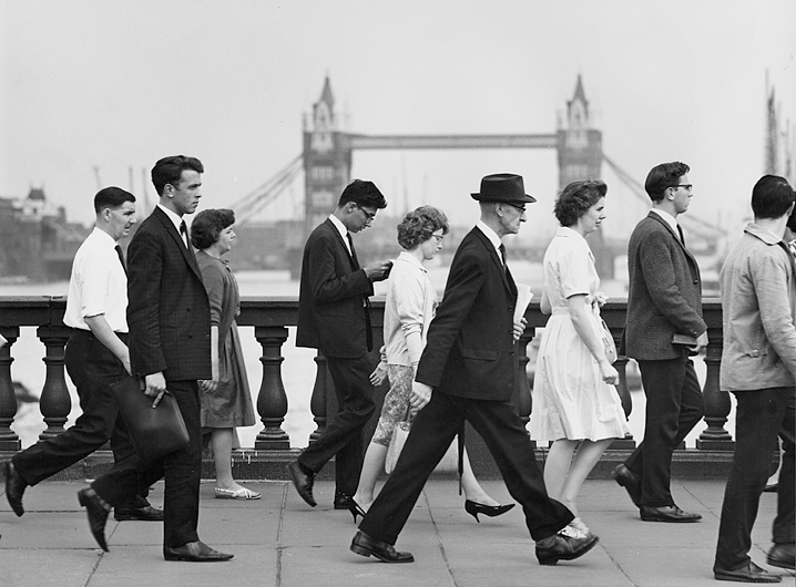 Crossing the Thames 2 London 1955-1959. photo- Kees Scherer