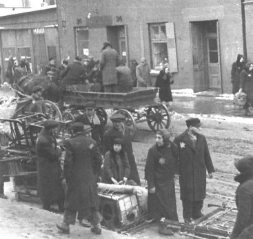 Jews relocate to the Baluty section of Lodz
