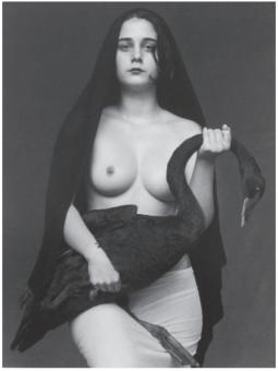 Flor Garduño (2001) Leda