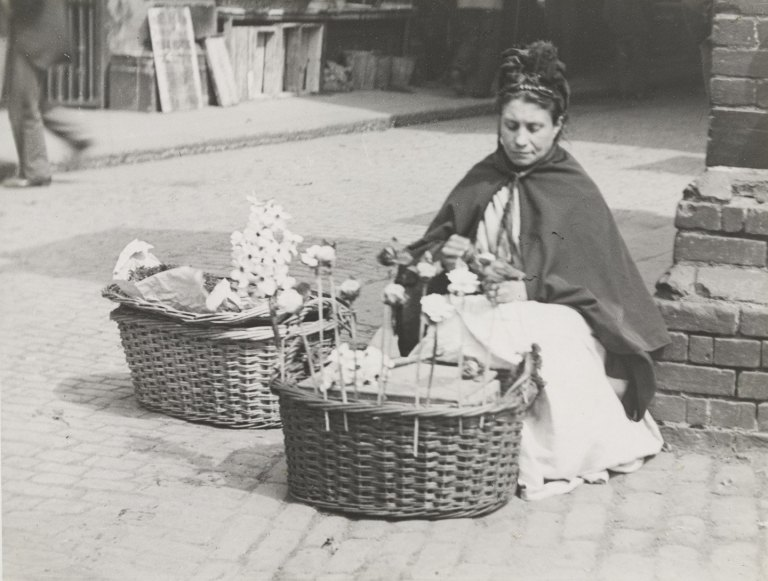 Paul Martin The Flower Woman at Ludgate Hill Station 1890-96