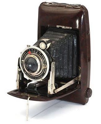 A folding 6 x 9 film camera made by Pontiac, Paris Bakelite body 1938
