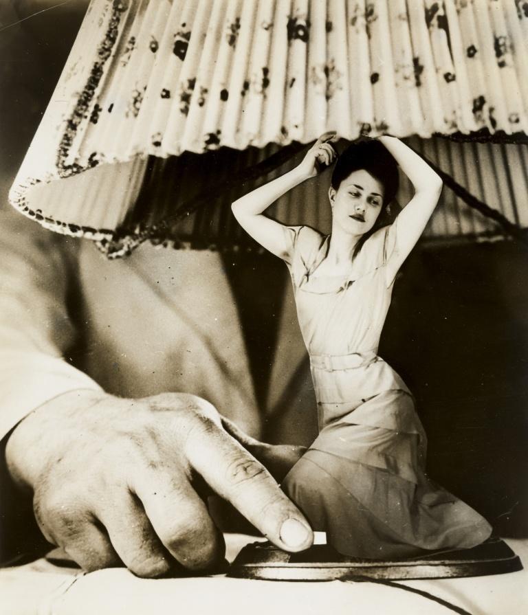 Grete Stern. Sueño No. 1- Artículos eléctricos para el hogar (Dream No. 1- Electrical Appliances for the Home). 1949. Gelatin silver print, 10 1⁄2 x 9 (26.6 x 22.9 cm)
