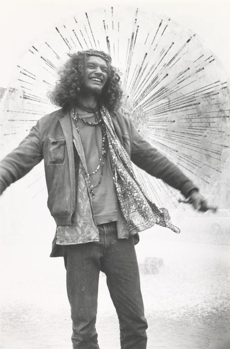 Hippie, Kings Cross 1970-71 silver gelatin, selenium toned fibre based print edition 13 of 60 43.5 x 29 cm (image)