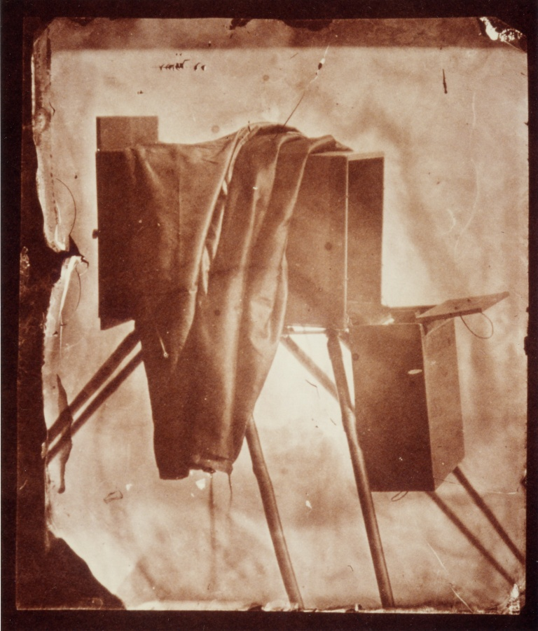 Nevil Story-Maskelyne The camera of Nevil Story-Maskelyne 1852 (ca) Salt print 8 x 10 cm (ca)
