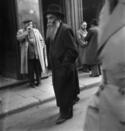 Paul Almasy (1947) Le Marais, Quartier juif