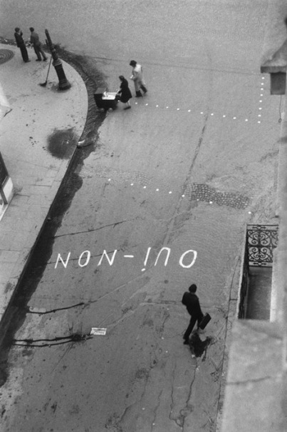 Paul Almasy, 'oui-non_ graffito zur wahl Paris, 1945