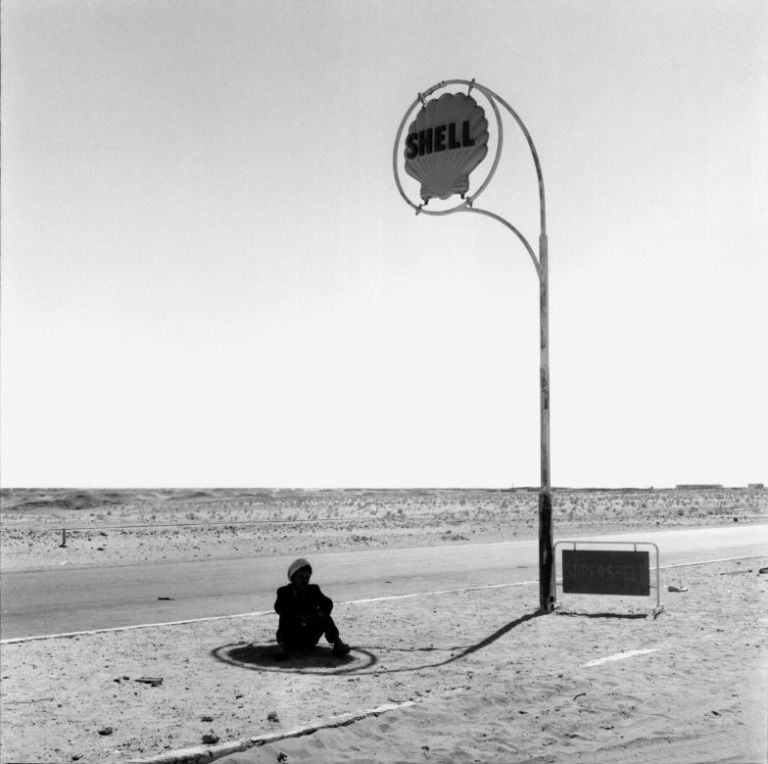Paul Almasy, Shell gas station in the desert, Algeria 1963 60 x 60 cm, silver-gelatin print on baryt-paper Paul Almasy, Brücke, Ishfahan, Iran 1964 60 x 60 cm, silver-gelatin print on b