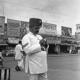 Paul Almasy (1950) Policeman in Kolkata.