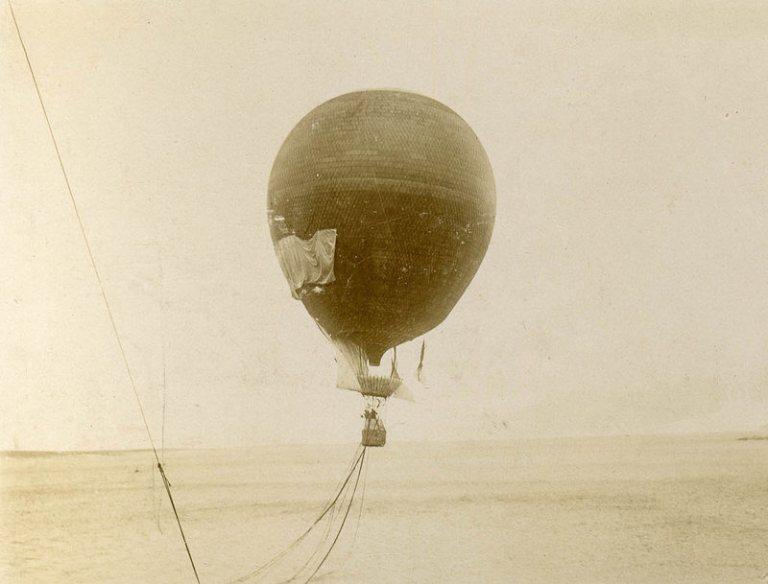 The balloon takes off