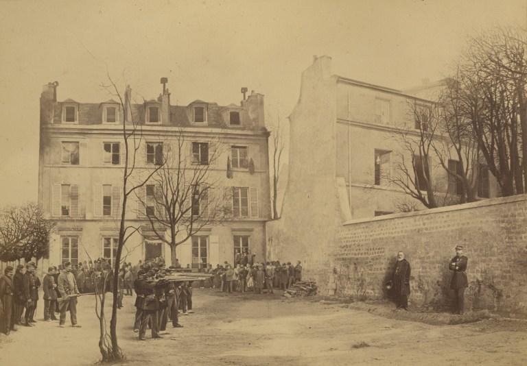 Ernest_Eugène_Appert,_Assassinat_des_généraux_Clément_Thomas_et_Claude_Lecomte,_1871