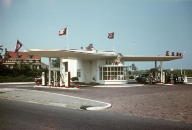 Meeussen, Victor (1955-1957) Esso-tankstation, Zwolsestraat, Den Haag